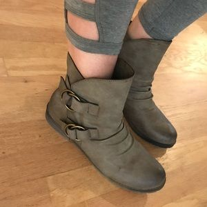 JustFab boots. Only worn once.